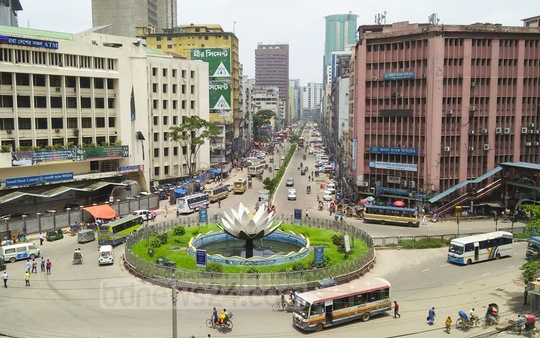 Thin traffic on a key road in Motijheel on Monday, the first workday after the Eid. Photo: Abdullah Al Momin
