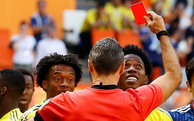 Colombia's Carlos Sanchez is sent off by referee Damir Skomina. Football - World Cup - Group H - Colombia vs Japan - Mordovia Arena, Saransk, Russia - June 19, 2018. Reuters