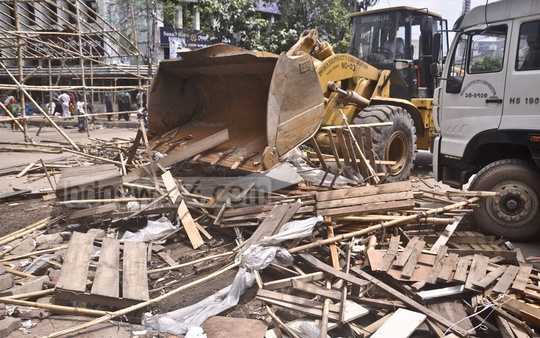 Dhaka South City Corporation demolishes illegal establishments on Bangabandhu Avenue on Thursday.