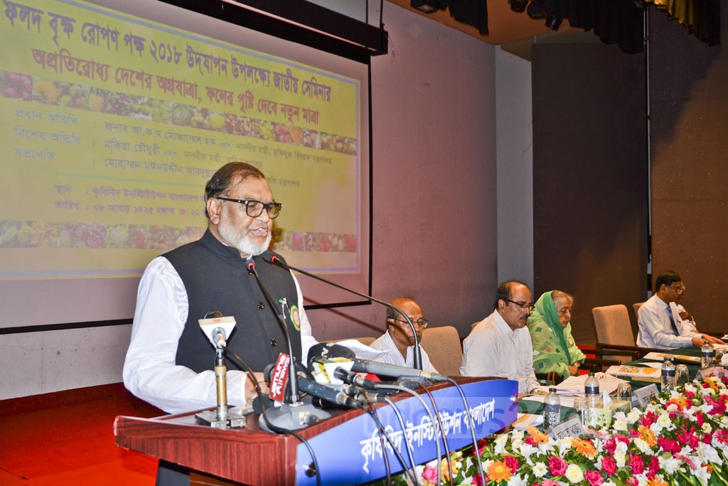 Liberation War Affairs Minister AKM Mozammel Huq speaks at the inauguration of a three-day fruit fair organised by the Ministry of Agriculture on the Gias Uddin Milky Auditorium premises at Khamarbari in Dhaka on Friday.
