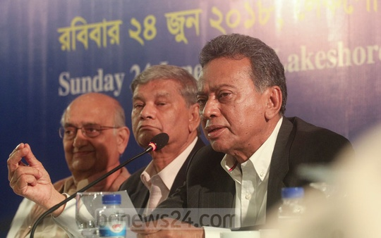 BNP Standing Committee member Amir Khosru Mahmud Chowdhury speaks at a CPD budget discussion at Dhaka's Lake Shore Hotel on Sunday. Photo: Asif Mahmud Ove