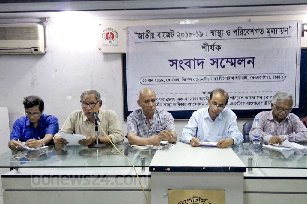 Bangladesh Poribesh Andolon (BAPA) and Doctors for Health and Environment (DHEn) gave their views at a news conference on the proposed national budget for 2018-19 fiscal year at Dhaka Reporters Unity on Monday. Photo: Abdullah Al Momin