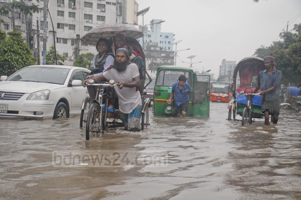 Rains flooded key roads in the capital on Monday afternoon, bringing sufferings to pedestrians and commuters. The photo was taken at Fakirapool.