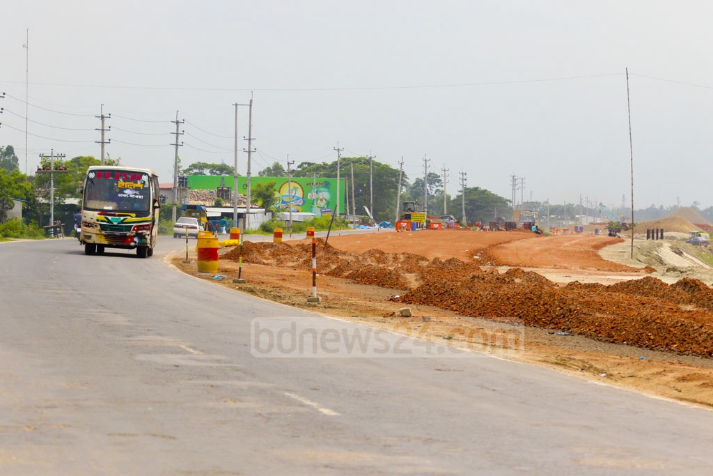 Work for upgrading the Dhaka-Mawa highway to four lanes is in progress. Photo: Abdullah Al Momin