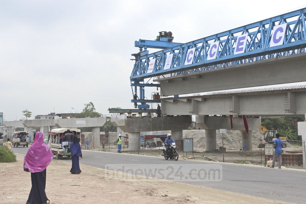 A flyover is being built in Abdullahpur on the Dhaka-Mawa highway. Photo: Abdullah Al Momin