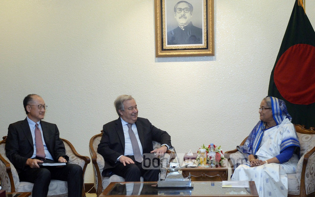 UN Secretary General Antonio Guterres and World Bank President Jim Yong Kim meet Prime Minister Sheikh Hasina at her offices in Dhaka on Sunday. The two officials are in Bangladesh to visit the Rohingya refugee camps. Photo: PID