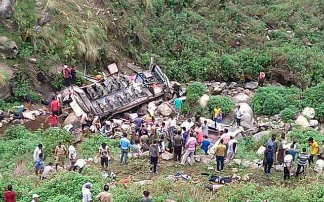 Dozens killed as bus falls into Indian mountain gorge