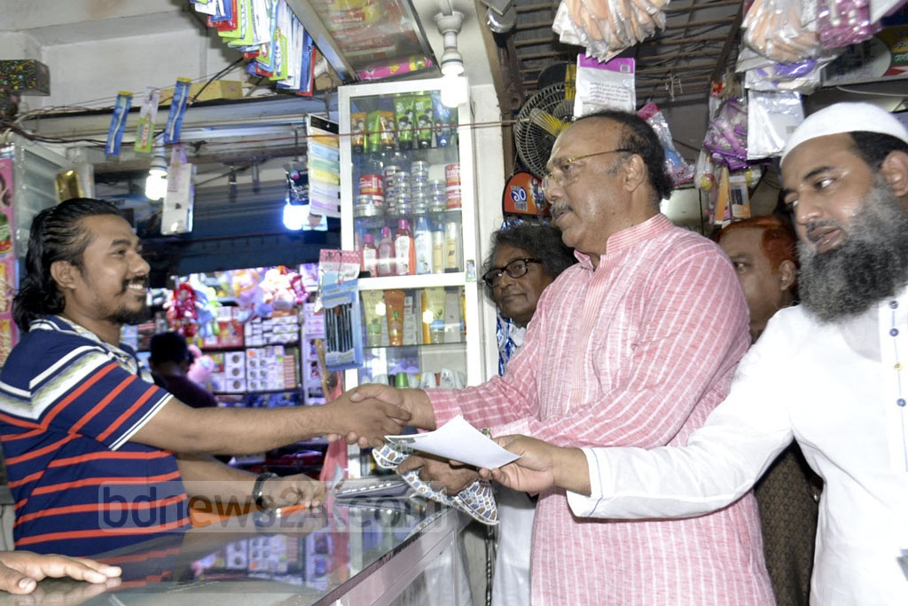 The Awami League's mayor candidate in Rajshahi, AHM Khairuzzaman Liton, soliciting vote at a shop during his campaign on Thursday . Photo: Gulbar Ali Juwel