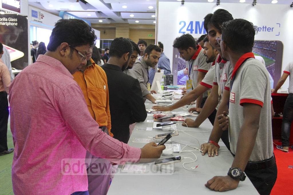 A three-day Smartphone and Tab Expo began at the Bangabandhu International Conference Centre in Dhaka on Thursday. Photo: Asif Mahmud Ove