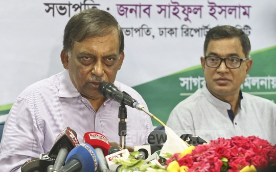 Home Minister Asaduzzaman Khan speaks to the media at the Dhaka Reporters Unity on Tuesday. Photo: Abdullah Al Momin