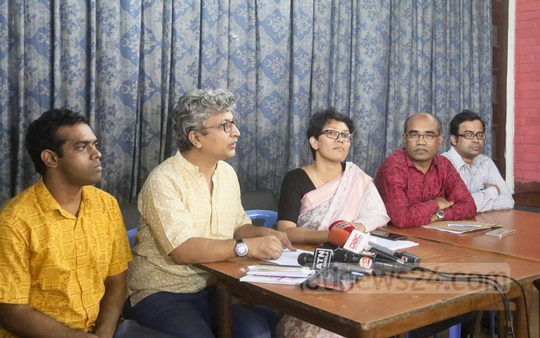 Dhaka University teachers express their worries at a news conference at the TSC on Tuesday over BCL men's recent attacks on quota protesters and the university administration's inaction against the attackers. Photo: Asif Mahmud Ove