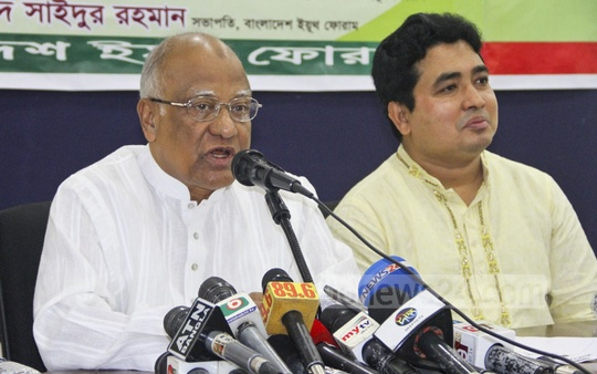 "BNP leader Khandaker Mosharraf Hossain joins a discussion on the ""role of the Election Commission and the government's blueprint"", organised by Bangladesh Youth Forum on Tuesday. Photo: Abdullah Al Momin"