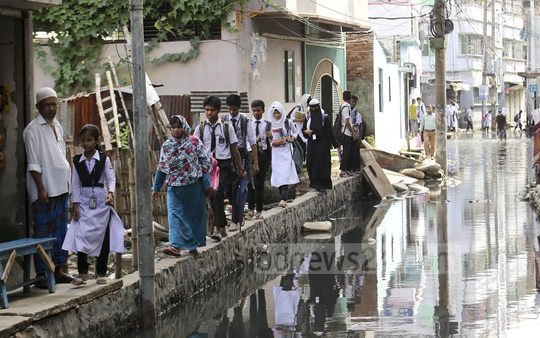 This Rahmatpur neighbourhood in Jatrabarhi's Matuail has been under knee-deep water for four months. The residents, who suffer on the streets, allege the authorities have taken no step to end the water-logging problem. Photo: Mahmud Zaman Ovi