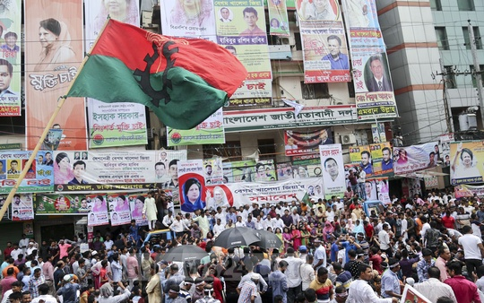 The BNP holds a rally in front of the party's central office at Nayapaltan in Dhaka on Friday, demanding Chairperson Khaleda Zia's release from jail and treatment. Photo: Mahmud Zaman Ovi