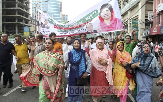 BNP supporters march towards a rally in front of their headquarters in Dhaka's Naya Paltan on Friday, which was organised to demand the release and treatment of their jailed chief Khaleda Zia. Photo: Asif Mahmud Ove