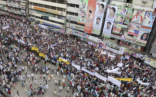 The BNP holds a rally in front of the party's central office at Nayapaltan in Dhaka on Friday, demanding Chairperson Khaleda Zia's release from jail and treatment. Photo: Asif Mahmud Ove