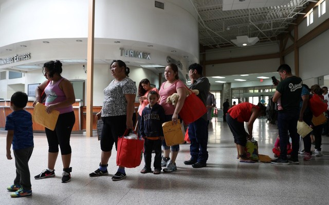 Undocumented immigrants recently released from detention prepare to depart a bus depot for cities around the country in McAllen, Texas, US, July 18, 2018. Reuters