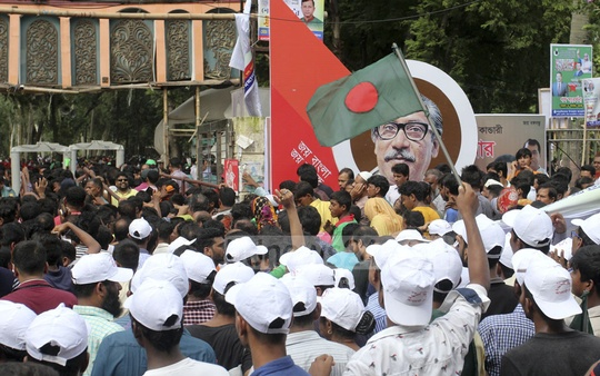 Awami League leaders and activists wait at the entrance of Dhaka's Suhrawardy Udyan to attend Prime Minister Sheikh Hasina's reception organised in her honour by the part
