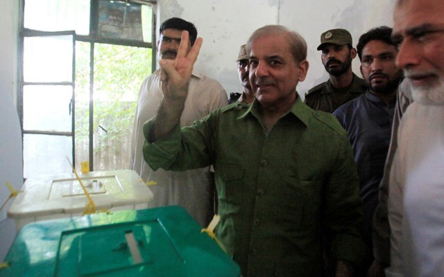 Shehbaz Sharif, brother of ousted prime minister Nawaz Sharif and leader of Pakistan Muslim League -Nawaz (PML-N), gestures after casting his ballot at a polling station during general election in Lahore, Pakistan July 25, 2018. REUTERS/Mohsin Raza