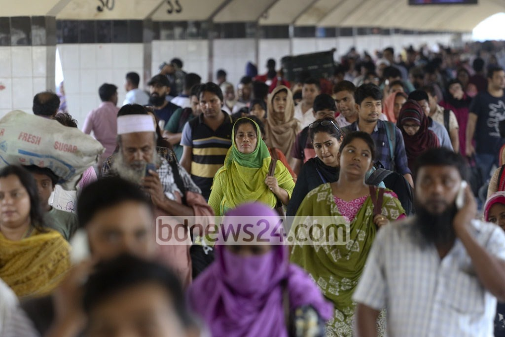Passengers flock to Kamalapur Railway Station as transporters suspend long-haul bus services on different routes amid a student movement for safe roads in Dhaka on Thursday. Photo: Abdullah Al Momin