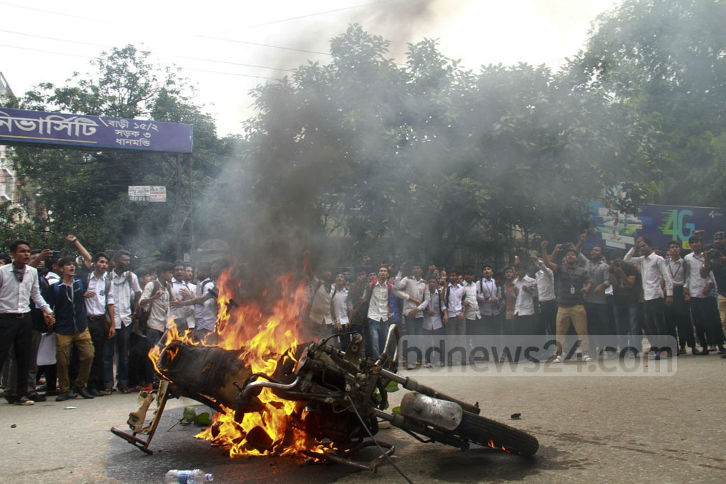 Students set a traffic police sergeant's motorcycle on fire in Science Laboratory area in Dhaka on Thursday amid a movement for safe roads.