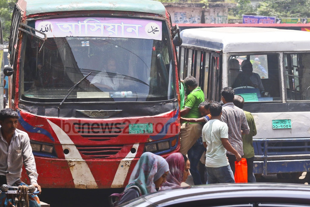 Commuters crowd into a bus in Jatrabari on Monday. Photo: Abdullah Al Momin