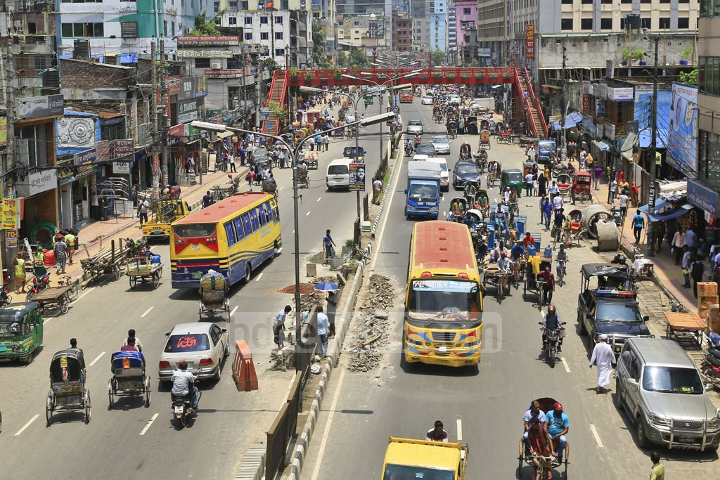 Limited bus service resumed on Monday after an unannounced strike by bus operators in response to student protests for safer roads. The photo was taken in Dhaka's malibagh. Photo: Mostafigur Rahman