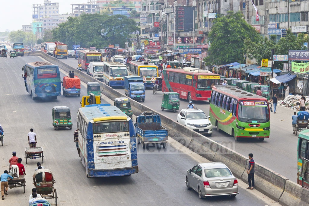 Limited bus services resumed in the capital on Monday, after a strike in response to student protests demanding safer roads in a weeklong campaign. Photo taken in Dhaka's Shonir Akhra. Photo: Abdullah Al Momin