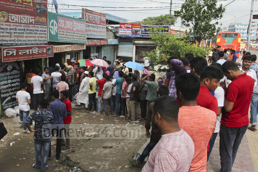 Long queues at the Gabtoli bus terminal as people wait to buy advance tickets for Eid holidays. Photo: Asif Mahmud Ove