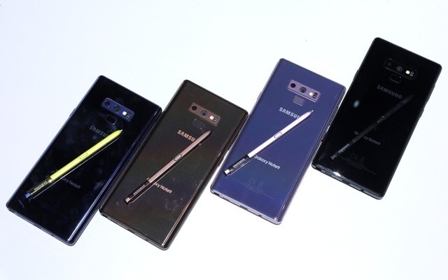New Samsung Galaxy Note 9 smartphones seen displayed during a product launch event in Brooklyn, New York, US, August 9, 2018. Reuters