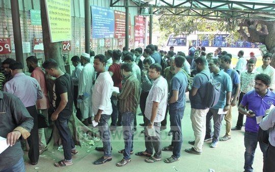 People queue up at the Bangladesh Road Transport Authority for driving licences on Tuesday. Photo: Asif Mahmud Ove