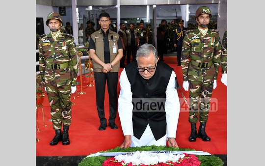 President Abdul Hamid pays tribute by placing wreaths at the portrait of Bangabandhu Sheikh Mujibur Rahman in front of Bangabandhu Memorial Museum at Dhanmondi Road No. 32 to mark National Mourning Day on Wednesday.