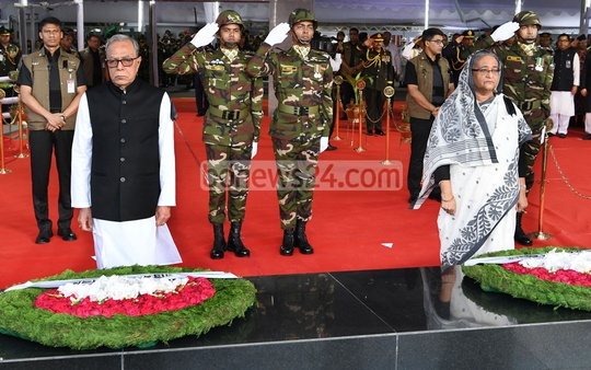President Abdul Hamid and Prime Minister Sheikh Hasina pay homage by placing wreaths at the portrait of Bangabandhu Sheikh Mujibur Rahman in front of Bangabandhu Memorial Museum at Dhanmondi Road No. 32 to mark National Mourning Day on Wednesday.