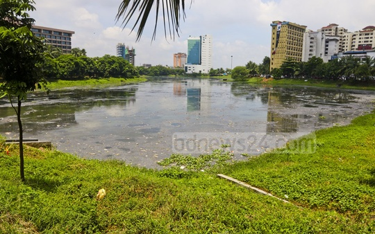 Waste floats in the Hatirjheel lake behind the Pan Pacific Sonargaon Hotel in Dhaka. Local residents complain of the stench. Photo: Abdullah Al Momin