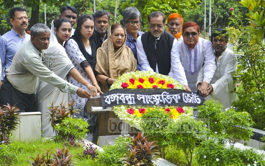 Bangabandhu Sangskritik Jote places a wreath at the grave of poet Shamsur Rahman at Banani on his 12th death anniversary on Friday.