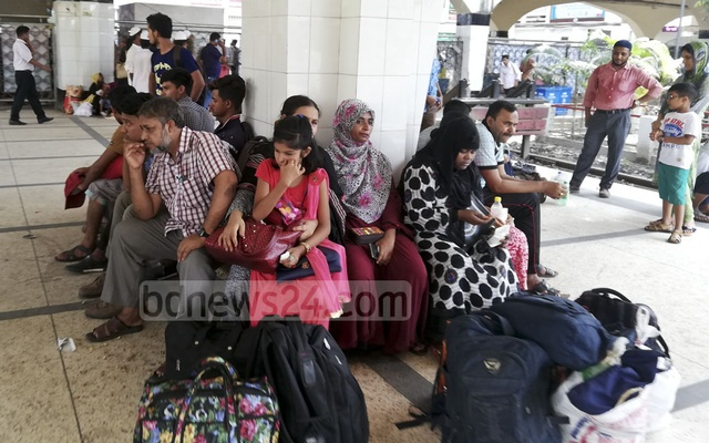 Passengers wait for trains at Dhaka's Kamalapur Station on Saturday, on their way home to spend the Eid with their families. Photo: Mahmud Zaman Ovi