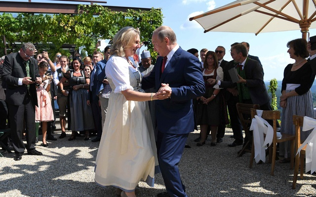 Austria's Foreign Minister Karin Kneissl dances with Russia's President Vladimir Putin at her wedding in Gamlitz, Austria, Aug 18, 2018. Reuters