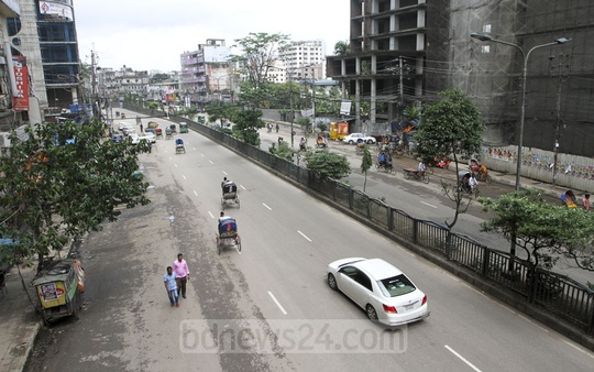 Holidaymakers have left Dhaka to celebrate the Eid-ul-Azha at their ancestral homes, and the streets of the capital are almost empty. This photo shows Dilkusha Commercial Area on Tuesday.