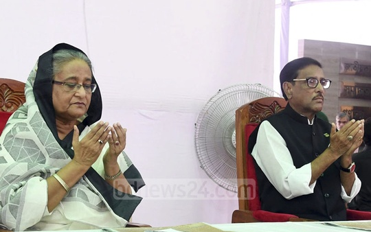 Awami League chief Sheikh Hasina and General Secretary Obaidul Quader offer special prayers with others at the party office in Dhaka on Tuesday on the anniversary of the Aug 21, 2004 grenade attack on a party rally at the Bangabandhu Avenue.