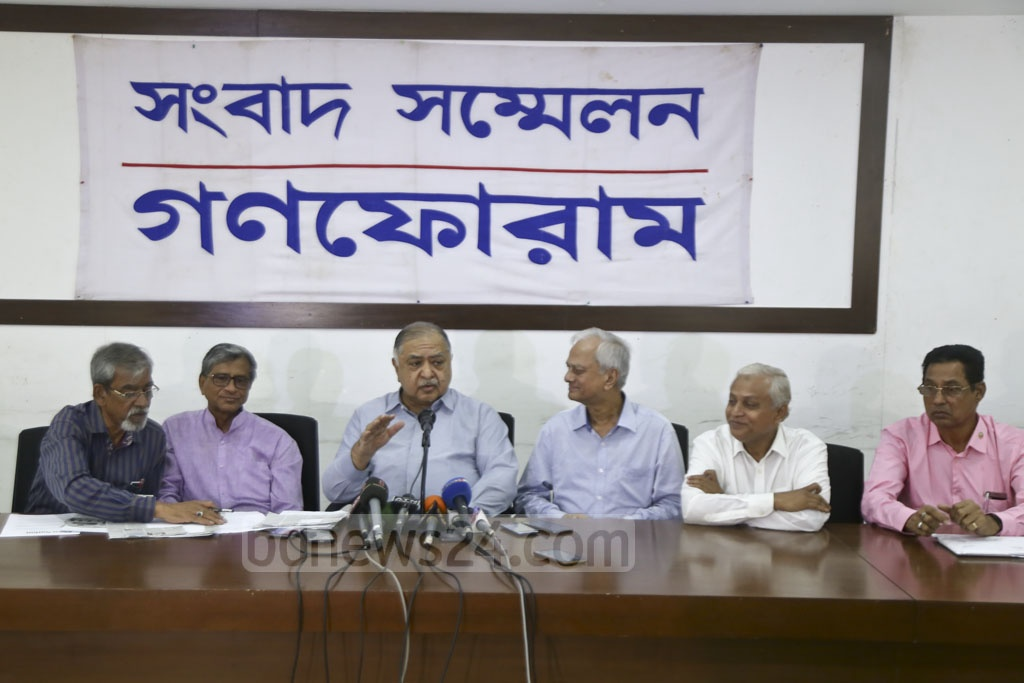 Dr Kamal Hossain addressing a news conference organised by Gono Forum at the National Press Club on Tuesday. Photo: Mahmud Zaman Ovi