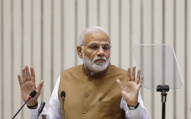 India's Prime Minister Narendra Modi gestures as he addresses the gathering during the 'Global Mobility Summit' in New Delhi, India, Sep 7, 2018. REUTERS