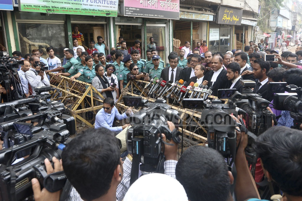 BNP Chairperson Khaleda Zia's lawyer Sanaullah Mia talks to journalists about the Zia Charitable Trust graft case outside jailhouse on Nazimuddin Road in Old Dhaka on Wednesday. Photo: Abdullah Al Momin