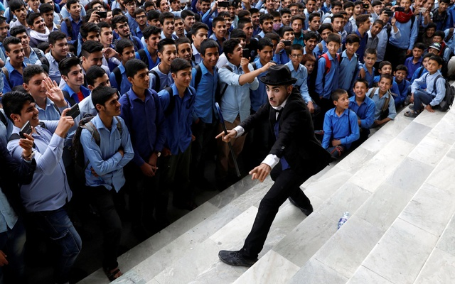 Afghanistan's Charlie Chaplin, Karim Asir, 25, performs at a school in Kabul, Afghanistan Sept 5, 2018. Reuters