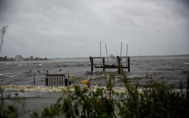 Water from Neuse River floods houses as Hurricane Florence comes ashore in New Bern, North Carolina, US, Sep 13, 2018. Reuters