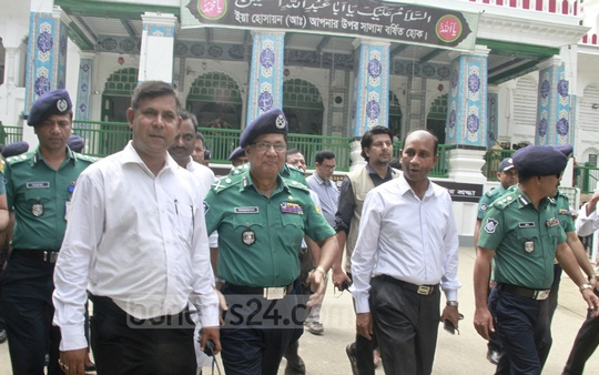 Dhaka Metropolitan Police chief Md Asaduzzaman Mia inspects Old Dhaka's Hussaini Dalan, a religious site for Shia Muslims, on Tuesday to monitor the security situation ahead of Ashura.