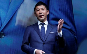Yusaku Maezawa, the chief executive of Zozo, which operates Japan's popular fashion shopping site Zozotown and is officially called Start Today Co, speaks at an event launching the debut of its formal apparel items, in Tokyo, Japan, Jul 3, 2018. REUTERS