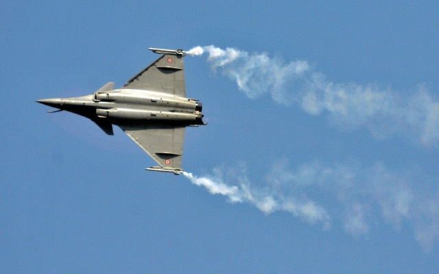 File Photo: A Rafale fighter jet performs during the Aero India air show at Yelahanka air base in Bengaluru, India, Feb 18, 2015. Reuters
