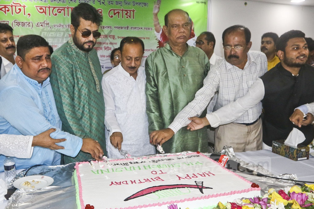 Primary and Mass Education Minister Mostafizur Rahman cuts a cake at a programme organised by the Bangladesh Awami Prochar League to celebrate the birthday of Prime Minister Sheikh Hasina at the National Press Club on Friday. Photo: Abdullah Al Momin