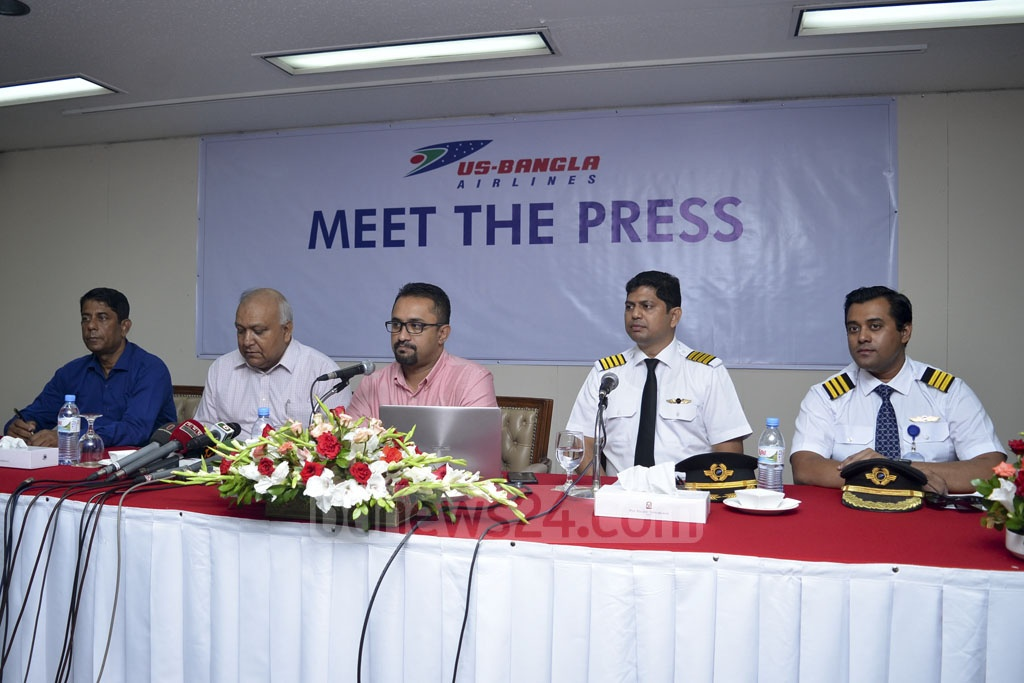 US-Bangla Airlines CEO Imran Asif briefing the media at a Dhaka hotel on Wednesday on the Sept 26 emergency landing of one of its planes in Chattogram after its nose gear failed while landing in Cox's Bazar.