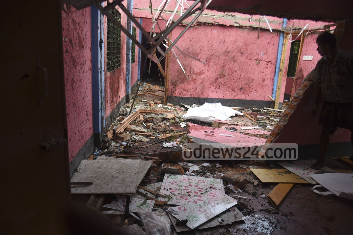 Two bodies, believed to be of Jama'atul Mujahideen Bangladesh or JMB militants, were found after blasts and exchange of gunfire during a RAB raid on a house at Sonarpaharh area in Jorarganj of Chattogram's Mirsarai in the wee hours of Friday. Photo: Suman Babu